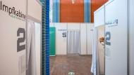Im Rahmen eines Modellversuchs öffnet Sanofi als eines von vier Unternehmen seine Impfstraße, um dort Mitarbeiter mit Impfstoff zu versorgen.