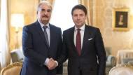 Giuseppe Conte, Ministerpräsident Italiens und der libysche General Chalifa Haftar am Donnerstag in Rom.
