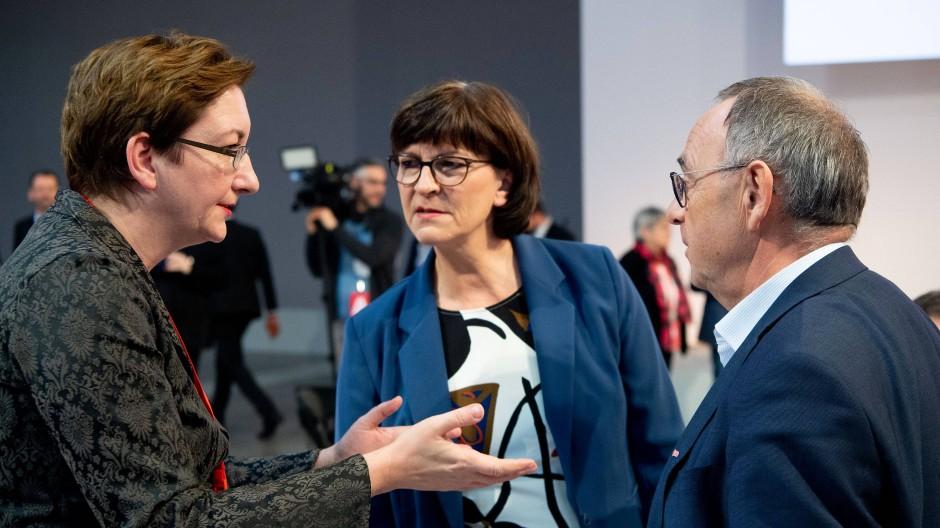 Fordert mehr Posten für die Ostdeutschen in der SPD: Klara Geywitz am Samstag im Gespräch mit den neuen Parteivorsitzenden Saskia Esken und Norbert Walter-Borjans