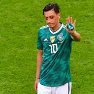 2014 wurde er mit Deutschland Weltmeister, 2018 tritt er aus der Nationalmannschaft zurück: Mesut Özil