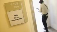 Unisex: Geschlechtsneutrale Toiletten in der Berliner Senatsverwaltung für Arbeit, Integration und Frauen