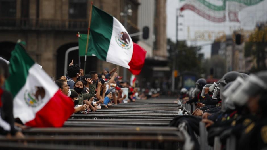 Haftbefehle im Fall der verschwundenen Studenten in Mexiko