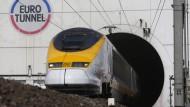 Lastwagen-Brand stoppt Zugverkehr im Eurotunnel