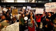 An Flughäfen festsitzende Muslime dürfen bleiben