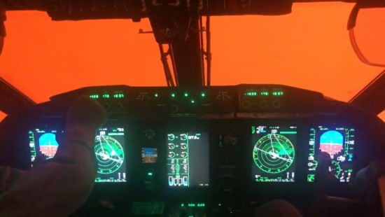 Flugzeuglandung in der Feuerhölle