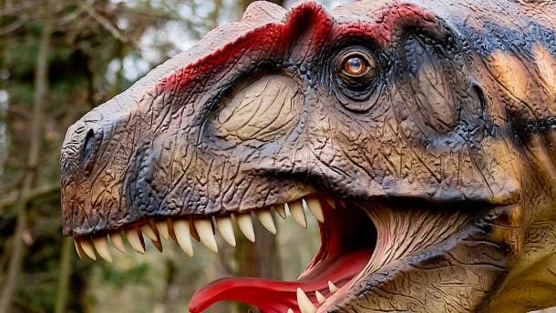 Vater und Sohn finden Leiche in Dinosaurier-Statue
