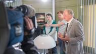 Vor den Kameras: Schauspieler Christian Ehrich, Regisseur Dietrich Brüggemann und Schauspieler Ulrich Tukur (von Links) am Drehort.