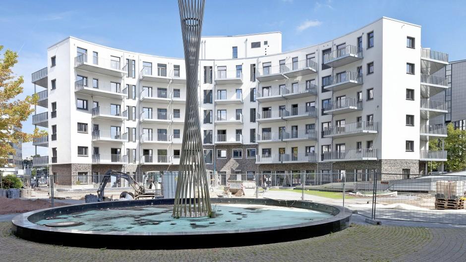 """Im zum Wohnhaus umgebauten  """"Living Circle"""" in Düsseldorf sind Mietwohnungen für 1300 Bewohner entstanden."""