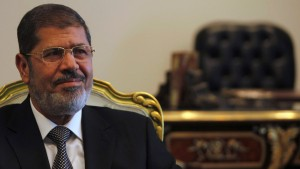 Mursi gibt im Streit mit Justiz nach