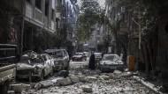 Die von Rebellen gehaltene Stadt Douma: Luftangriffe des Assad-Regimes halten an.