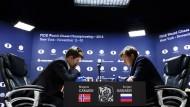 Schachweltmeister Magnus Carlsen und sein Herausforderer Sergej Karjakin bei der Schach-WM in New York