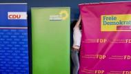 In Schleswig-Holstein ist Jamaika bereits Realität: Aufsteller der drei Parteien im Juni 2017 zur Zeit der Koalitionsverhandlungen