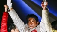 Abe holt absolute Mehrheit