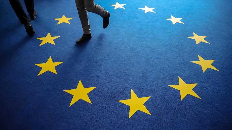Teppichboden in den Farben der EU-Flagge ist am Tag nach der Europawahl in Deutschland im Konrad-Adenauer-Haus zu sehen.