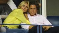"""Heidi Klum mit Vito Schnabel 2014 bei den US Open in New York: Damals umklammerte Klum ihren Freund noch mit der von der Zeitschrift """"In"""" geliebten Romantik."""