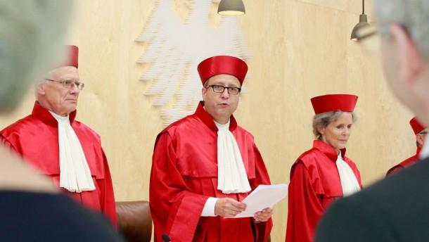 """Bundesverfassungsgericht zu """"Negatives Stimmgewicht/Ueberhangmandate"""""""