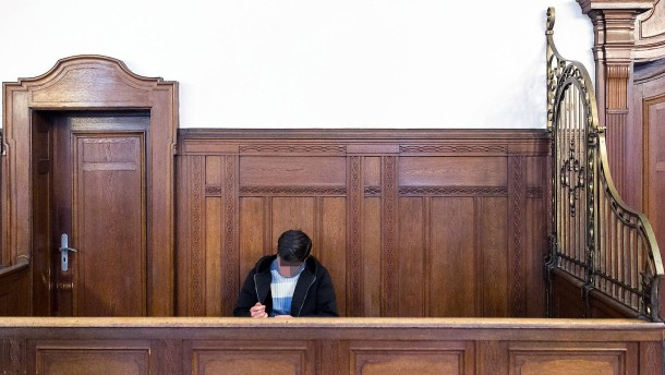Der Flüchtlingsstrom erreicht die Gerichtssäle