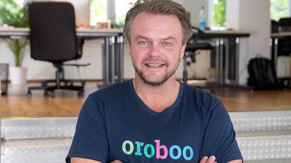 Stephan Mourlane: bietet mit dem Start-up Oroboo aus Offenbach eine weltweite Gratis-Dolmetscher App per Videokonferenz an.