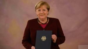 Bundespräsident Steinmeier entlässt Merkel aus dem Amt
