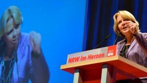 Parteitage billigen Koalitionsvertrag in NRW