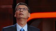 Ist da Luft nach oben? Für den ARD-Talk mit seinem Namen musste Jauch Kritik einstecken. Bei RTL zeigt er, dass man nicht überqualifiziert sein kann für Quizshows.