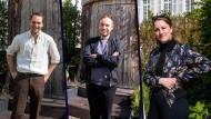 Die Hosts der Video-Theaterserie: Simon Strauß (l), Kevin Hanschke (m) und Charlotte Bernstorff (r).