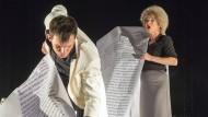 Lufthoheit verbal: Szene aus der Salzburger Aufführung