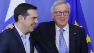 Jean-Claude Juncker und Griechenlands Regierungschef Alexis Tsipras vergangenen Februar in der Brüsseler EU-Kommission