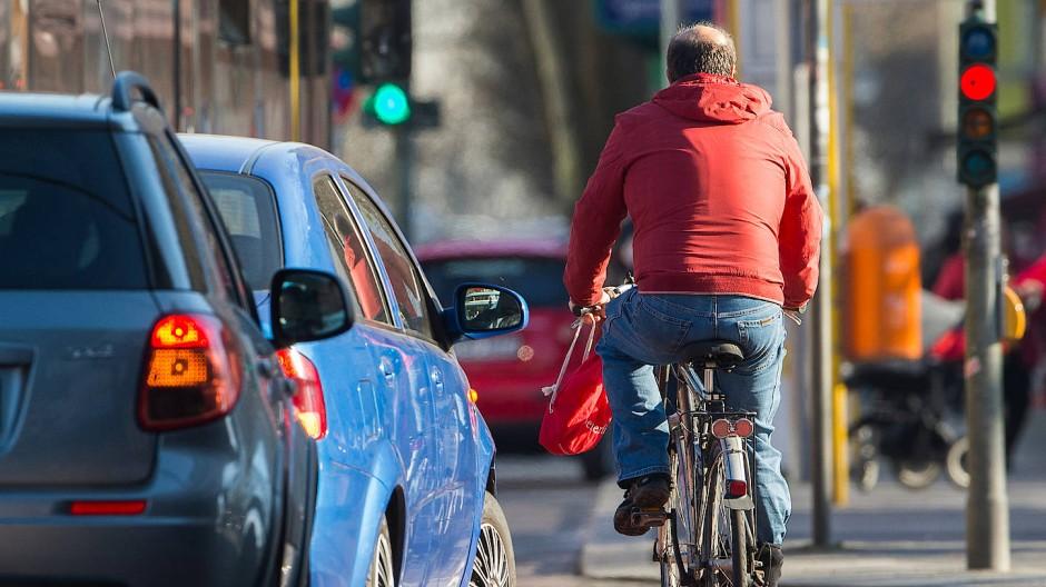 Dicht an dicht: Der Weg zur Arbeit mit dem Fahrrad kann im Berufsverkehr schnell gefährlich werden.