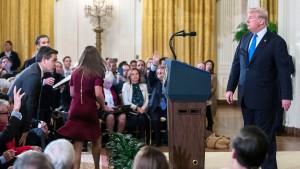 Trump lässt CNN-Reporter nach Streit aussperren
