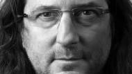 Unangepasst: Jacques-Antoine Granjon könnte auch ein Überbleibsel der Rockband Led Zeppelin sein