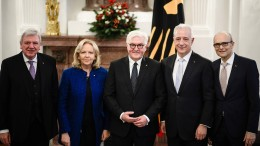 Verdienstorden für Bouffier, Kraft, Tillich und Sellering