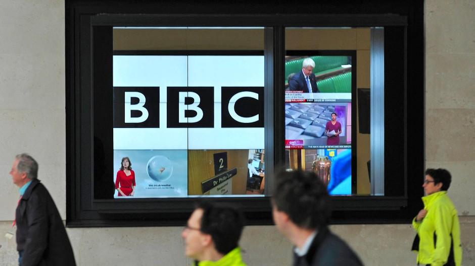 BBC-Logo in der Zentrale in London