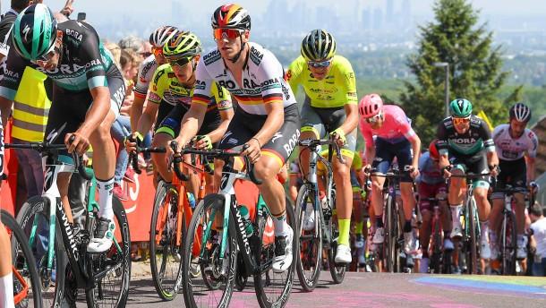 Auf dem Fahrrad, Auf den Barrikaden, Auf nach Offenbach