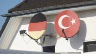 In alle Richtungen schauen: Durchsuchte Ditib-Moschee in Fürthen