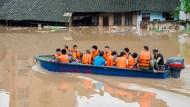 Starkregen löst in China Überschwemmungen aus