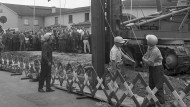 Vorstoß: Am 28. Juni 1963 sauste an der Eschersheimer Landstraße zum ersten Mal die Ramme nieder.