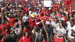 Kabinettsumbildung in Südafrika nach Protesten mit mehr als 350 Toten