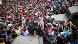 Flüchtlingskonvoi durchbricht Grenze zwischen Guatemala und Mexiko
