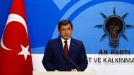 Der türkische Ministerpräsident, Ahmet Davutoglu, auf einer Pressekonferenz in Ankara