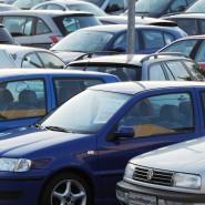 Gebrauchte VW warten auf ihre Käufer.