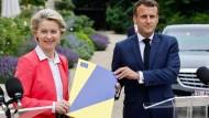 Ursula von der Leyen, Präsidentin der Europäischen Kommission, bei einer gemeinsamen Pressekonferenz mit Frankreichs Präsident Emmanuel Macron