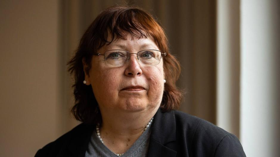 Die Trauerbegleiterin Monika Müller-Herrmann in ihrer Praxis.