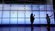 Der Facebook-Konzern steht abermals wegen seiner Datenschutzregelungen in der Kritik.