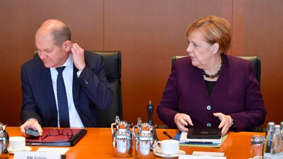 Angela Merkel und Olaf Scholz bei der Kabinettssitzung am 13. November 2019.