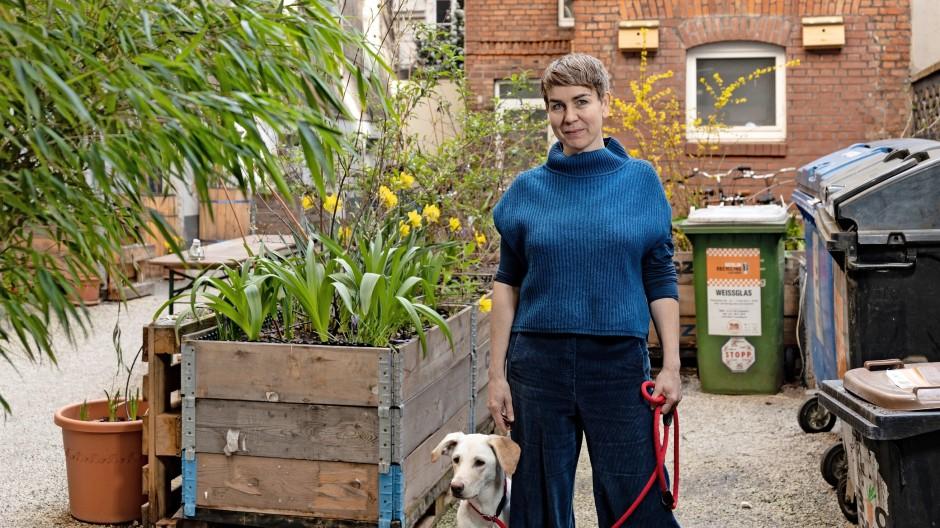 Wollte nicht auf  einen Weißen Ritter  warten: Yvonne von Langsdorff   hat für ihre Hausgemeinschaft den Immobilienkauf in der Zossener Straße in Berlin-Kreuzberg organisiert.