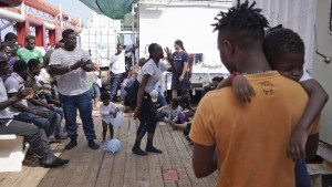 Italien lässt wieder aus Seenot gerettete Migranten an Land