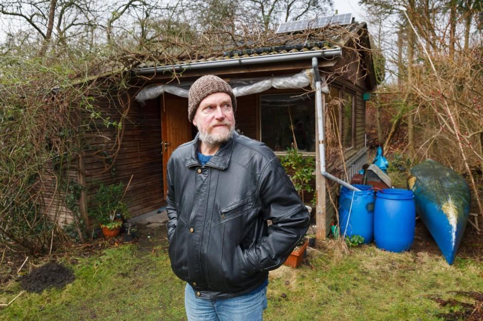 Im Kaltluftstrom: Uwe Puttfarcken in der Kleingartenkolonie in Barmbek, die neuen Wohnungen weichen soll.