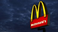 Obdachlose sitzt stundenlang tot in McDonald's-Filiale