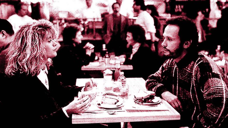 Mit gegenseitiger Abneigung (und einem vorgetäuschten Orgasmus) beginnt es: Meg Ryan und Billy Crystal in der berühmt-berüchtigten Diner-Szene in Rob Reiners romantischer Komödie.